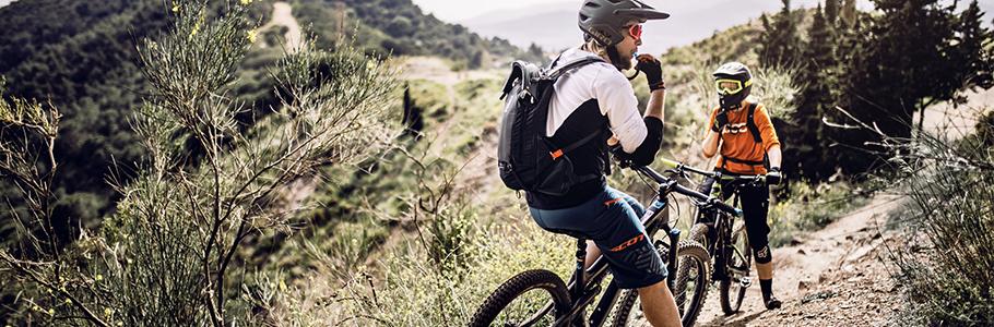 La hidratación es vital cuando quieres conquistar el mundo, del ciclismo, no dejes pasar las ofertas en bidones, portabidones y mochilas que tenemos para ti.