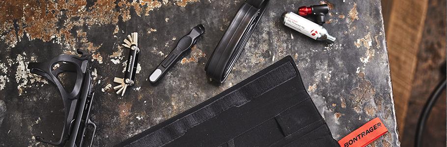 kit de herramientas, pack completo con bolsa, herramientas, bomba, parches y demás, para garantizar un regreso a casa ante cualquier pinchazo.