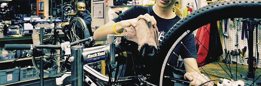 Todo lo que necesitas para el mantenimiento de tu bicicleta lo encuentras en la mejor tienda de ciclismo de Madrid.